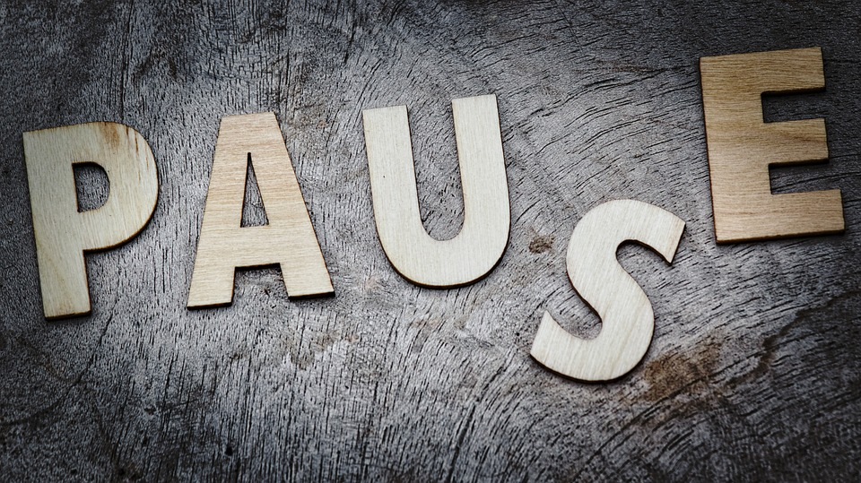 Pause spelled out image