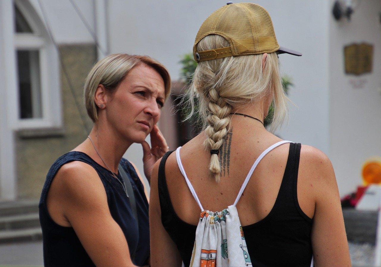 women talking links to article